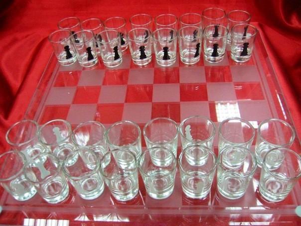 Шахматы  стеклянные с рюмками