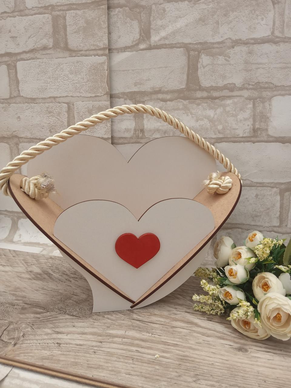 Кашпо біле у формі серця 19х25 см 75 грн