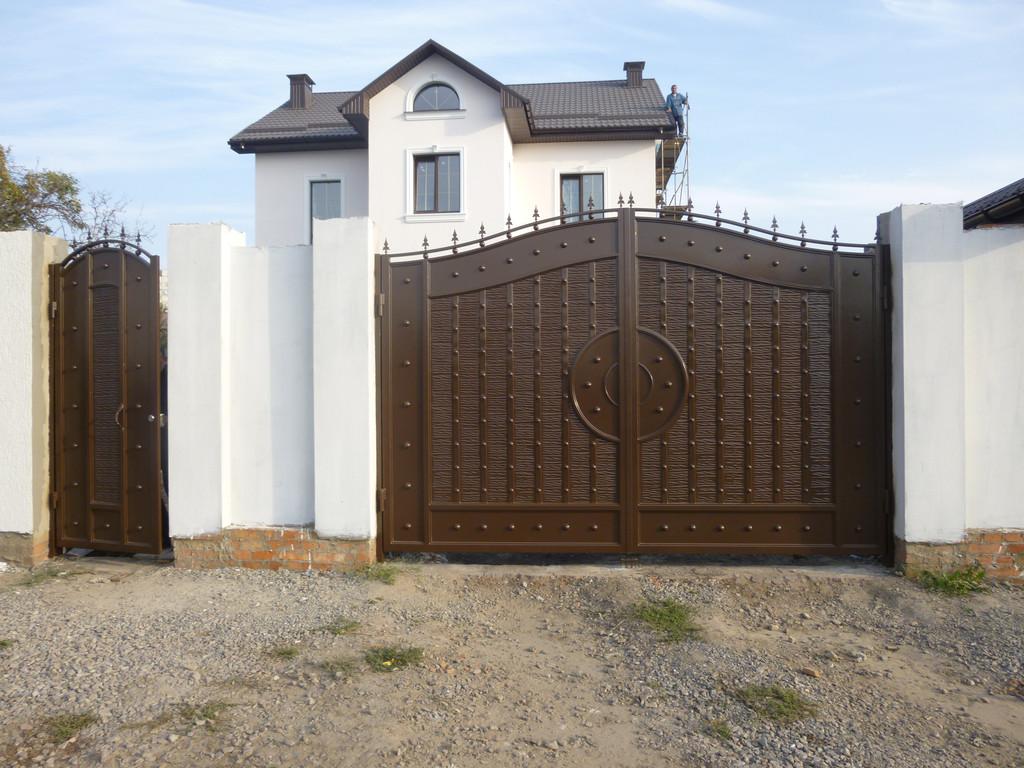 """4000,00 грн\кв.м Ворота кованные с жатым эффектом """"Эгида"""" однотонные"""