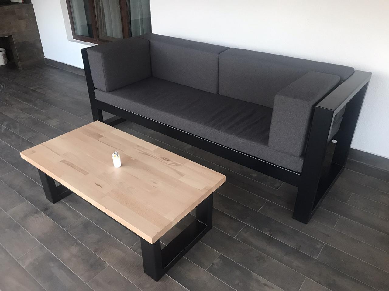 Подушки на диван на металлическом каркасе в стиле лофт