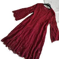 Свободное кружевное платье бордового цвета