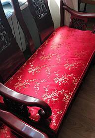 Дизайнерская подушка для антикварного дивана