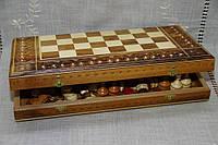 Шахмати ручної роботи з горіха різбленні