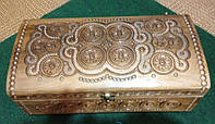 Оригінальна шкатулка ручної роботи з дерева 36*20*12 см