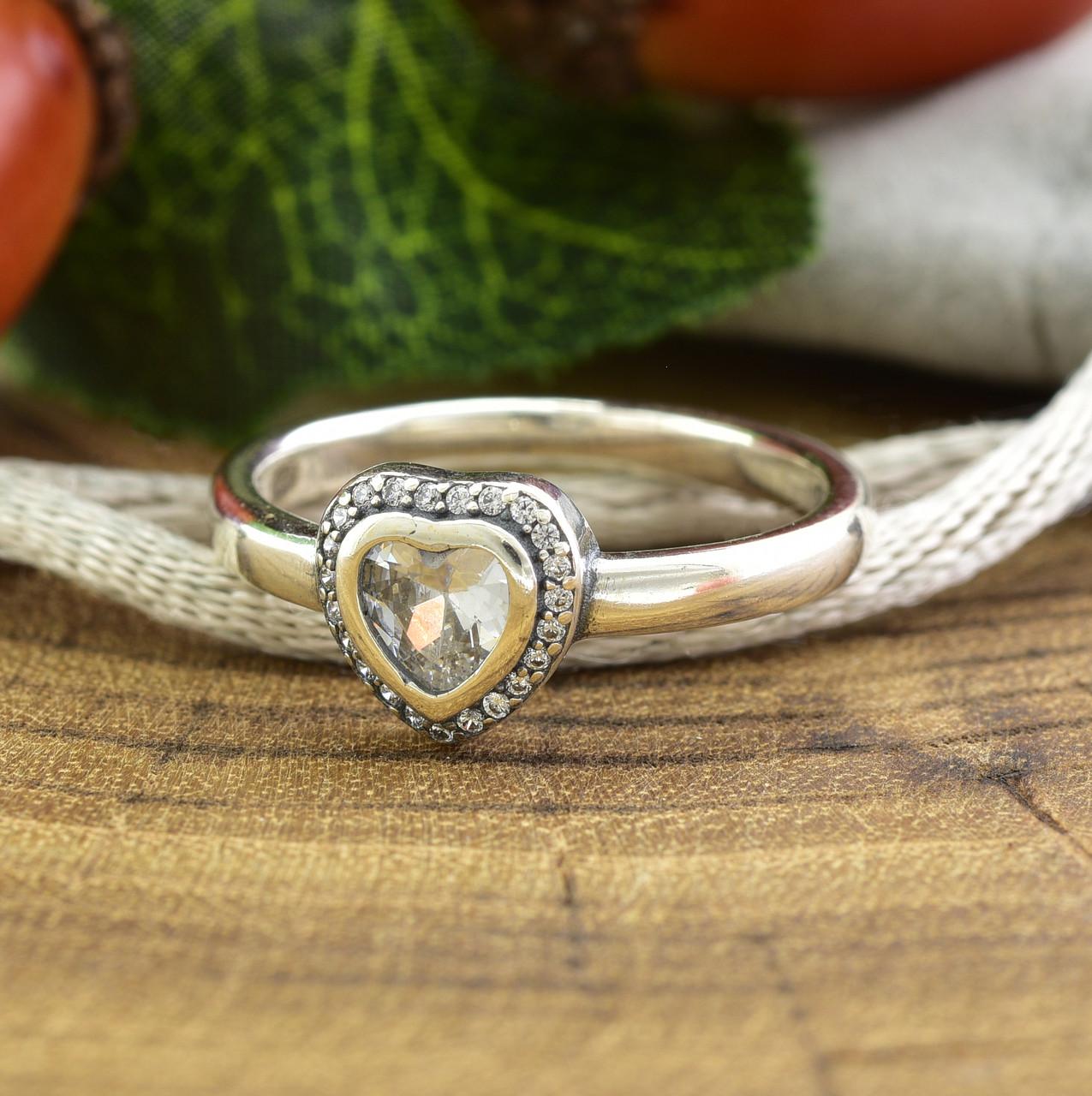 Серебряное кольцо ТС510290 вставка белые фианиты вес 3.0 г размер 18.5
