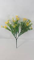 Желтый лютик садовый 28см искусственный куст зелени, фото 1