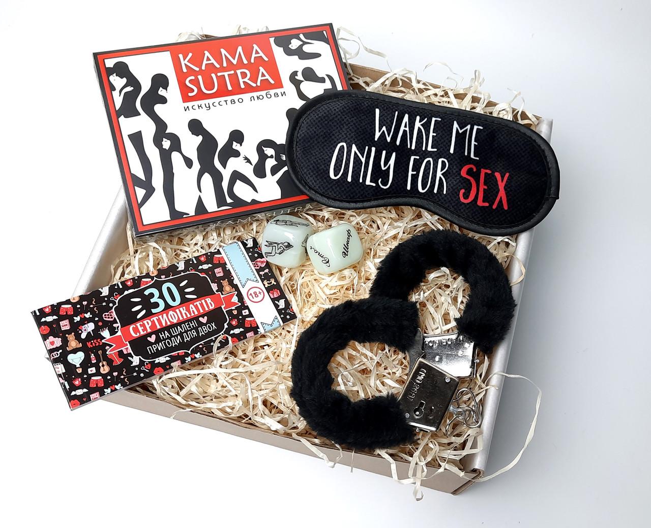 """Сексуальный набор """"Сладких снов"""": маска для сна, шоколад Камасутра, чековая книжка желаний, кубики и наручники"""