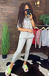 """Жіночий стильний сірий костюм: """"Змійки"""": футболка з блискавками збоку і штани, фото 3"""