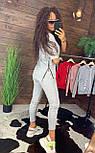 """Жіночий стильний сірий костюм: """"Змійки"""": футболка з блискавками збоку і штани, фото 2"""