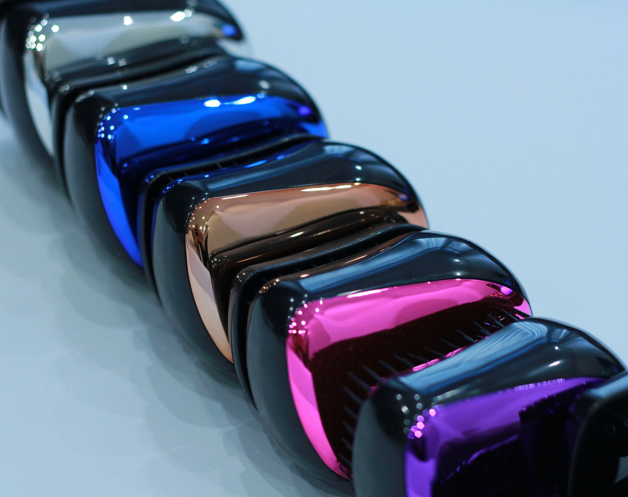 """Компактная антистатическая массажная расческа для распутывания волос """"Металлик"""" 8 см / микс 5 цветов"""