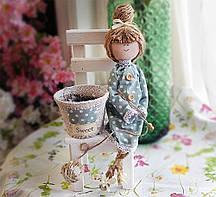 Кашпо Дівчинка на маленькому стільчику