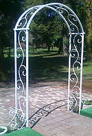 Садовая арка свадебной выездной церемонии Kleo
