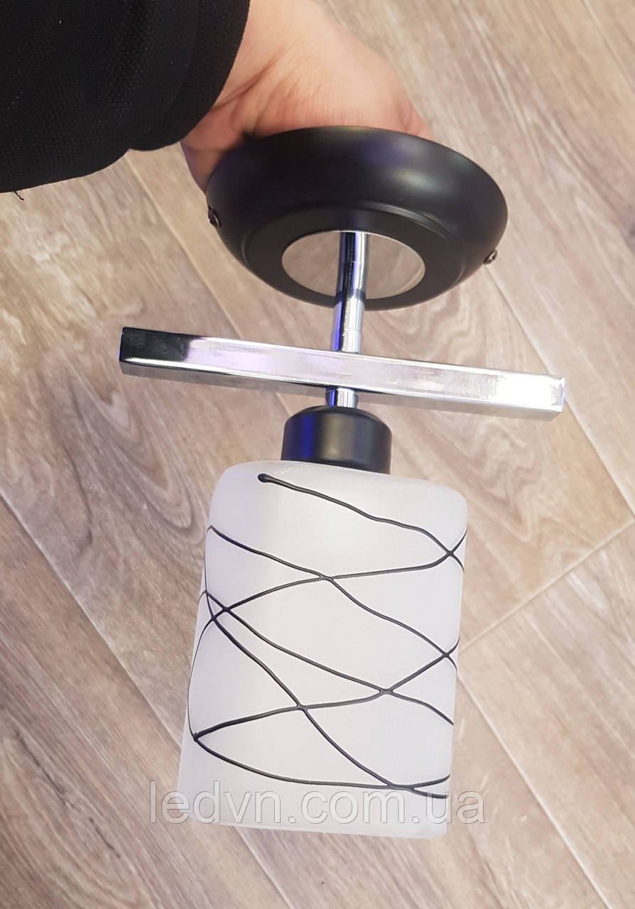 Потолочный светильник на одну лампочку