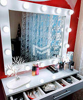 Раздельное место визажиста Mille в белом цвете с зеркалом в раме