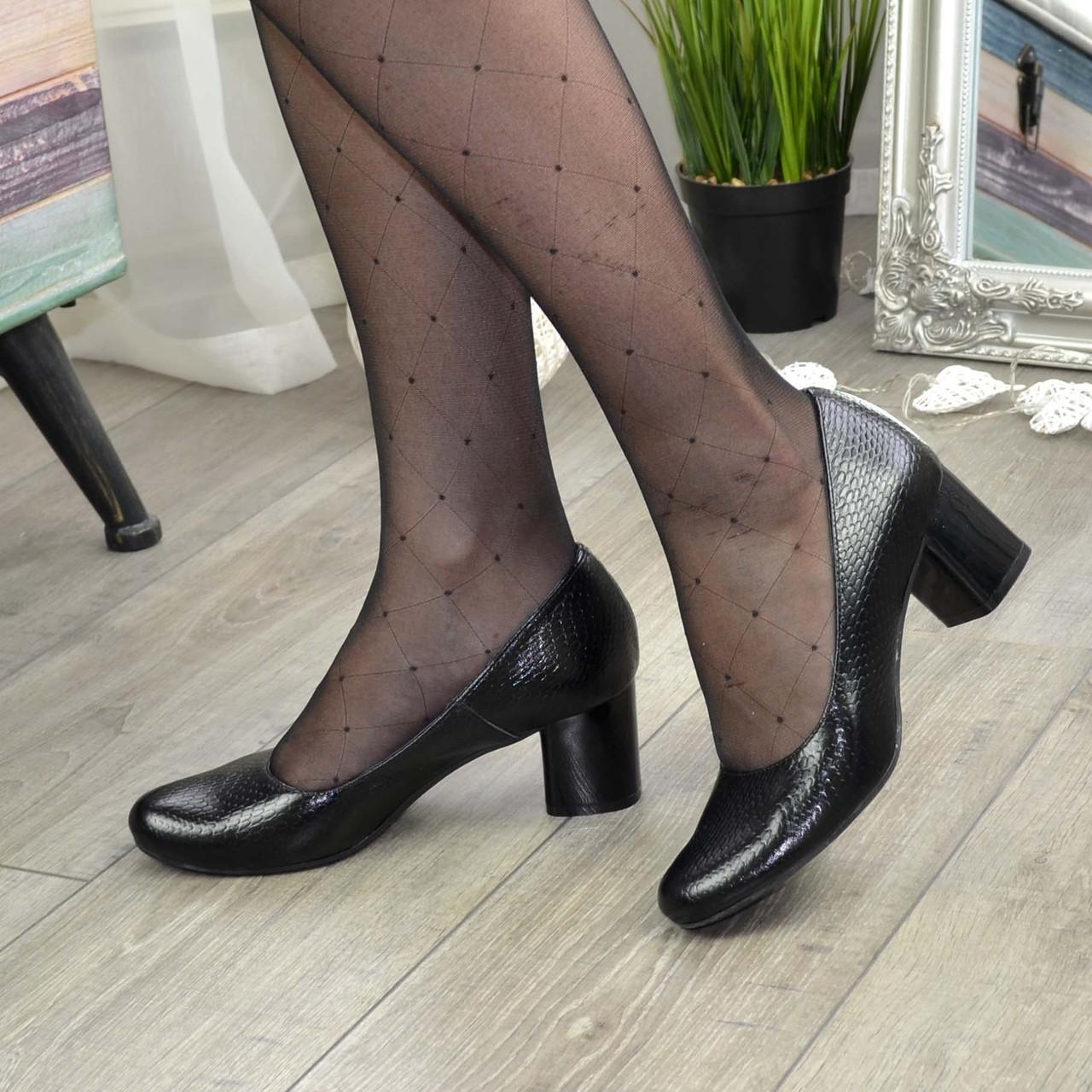 """Женские черные туфли на устойчивом каблуке, натуральная кожа """"питон"""""""