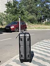 Средний пластиковый чемодан темно-серый на 4-х колесах / Середня пластикова валіза, фото 3