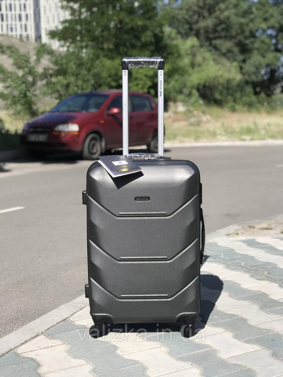 Средний пластиковый чемодан темно-серый на 4-х колесах / Середня пластикова валіза
