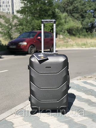 Средний пластиковый чемодан темно-серый на 4-х колесах / Середня пластикова валіза, фото 2