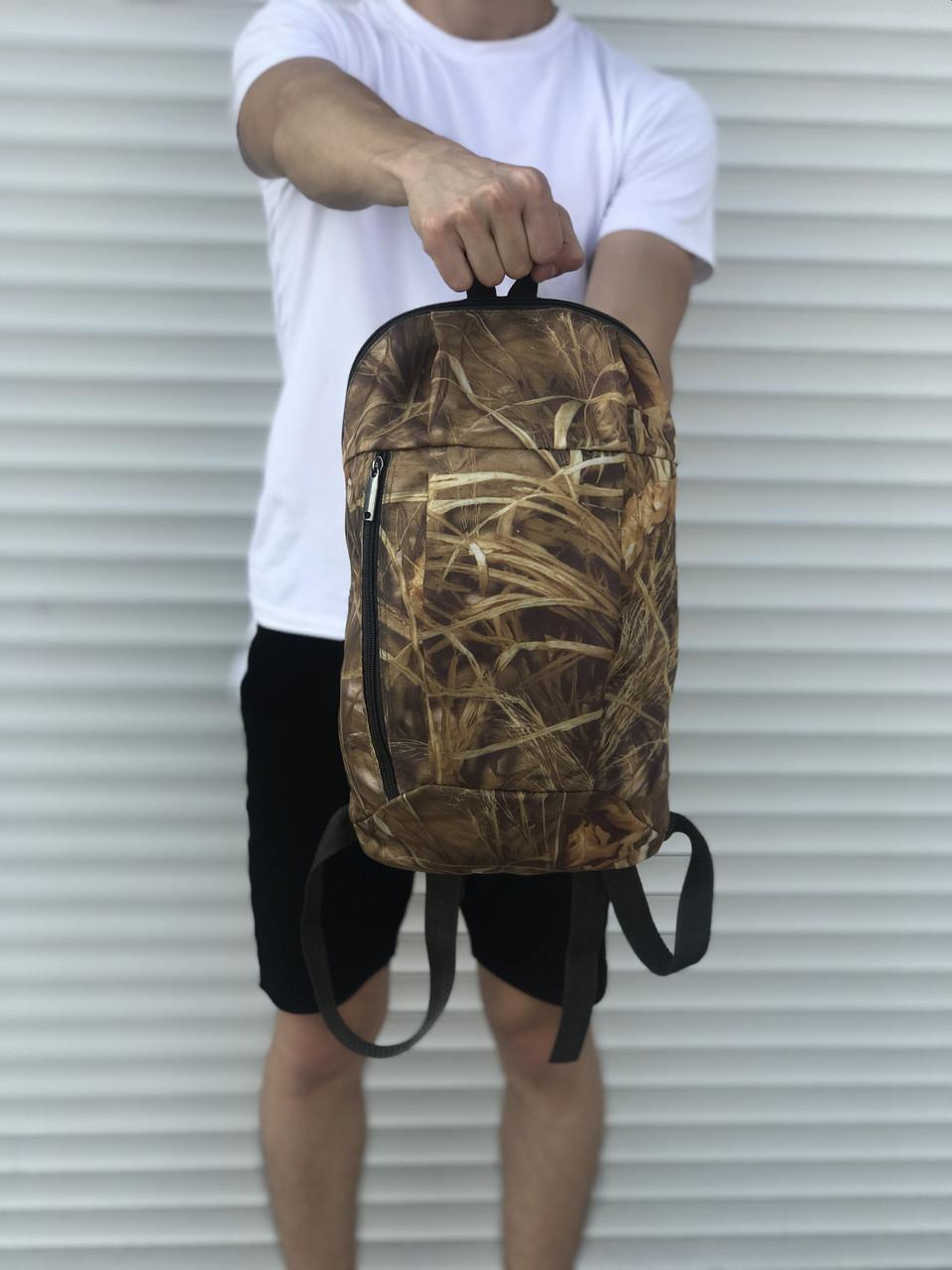 Черный спортивный рюкзак, камыш