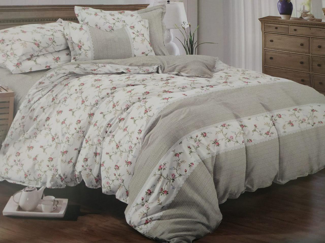 Комплект красивого постельного белья семейка, мелкие цветочки