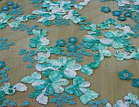 Кружево на ментоловой сетке вышитое цветами в стиле объемной вышивки лентой Z 6
