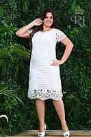 Летнее нарядное платье белого цвета гипюр