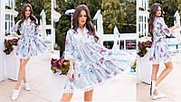 Свободное женское платье в цветочный принтс отделкой из кружева