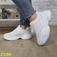 Кроссовки белые на массивной высокой подошве классические