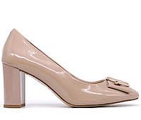 Женские натуральные кожаные лаковые демисезонные классические бежевые туфли на толстом среднем каблуке 36