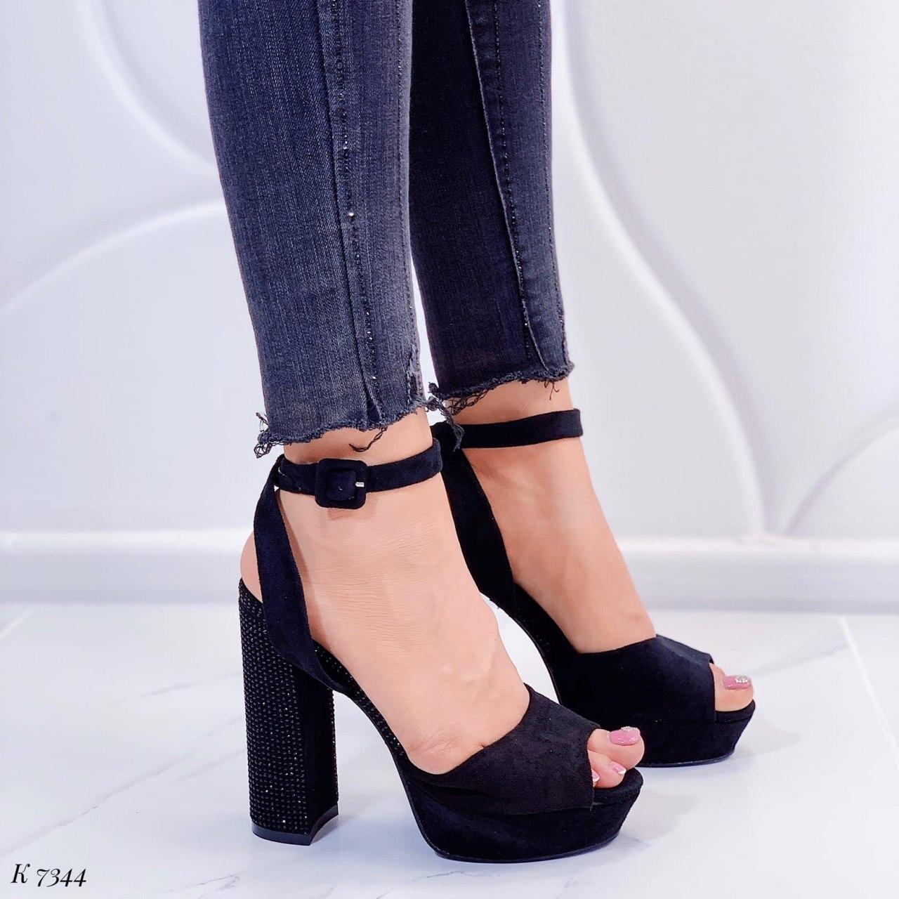 Женские босоножки черные со стразами на каблуке 13,5 см эко-замш