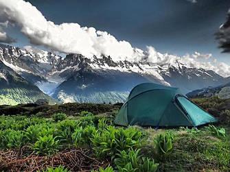 Палатки и спальники , рюкзаки