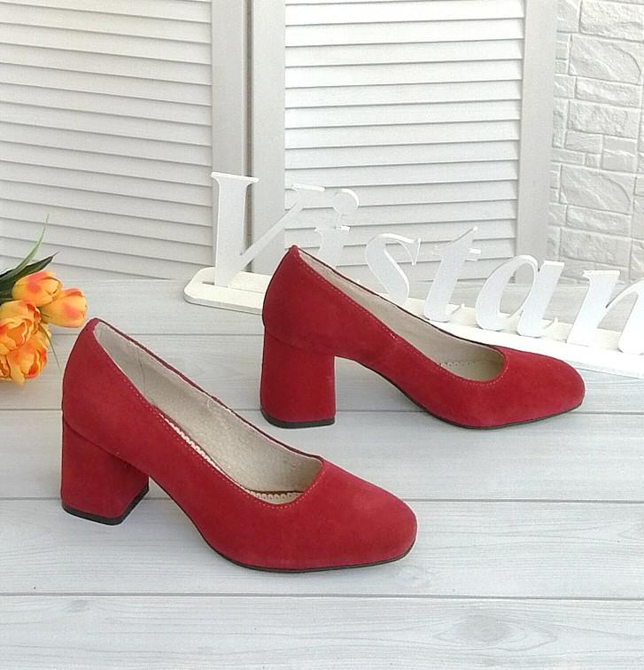 Красные замшевые туфли от производителя