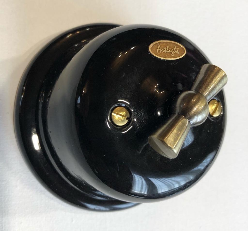 Ретро выключатель фарфоровый  поворотный  1-клавишный проходной  черный, фурнитура дерево, бронза, хром