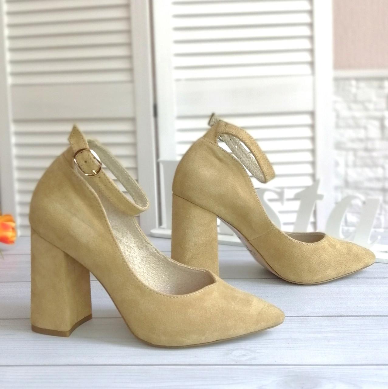 Женские туфли песочного цвета на каблуке