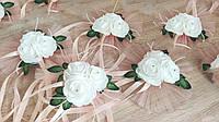 Украшение свадебных машин Лужайка из роз. Персик. Диаметр 20 см.