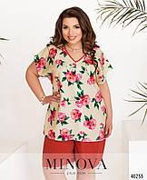 Лёгкий нарядный костюм с футболкой с цветочным принтом и шортами-бермудами с 50 по 60 размер