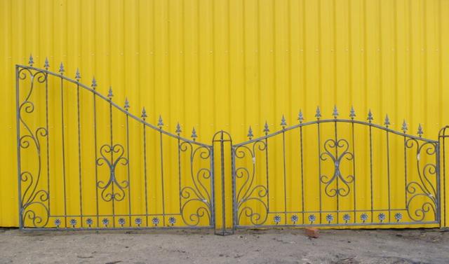 Забор кований