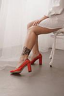Лаковые туфли на устойчивом каблуке кораллового цвета