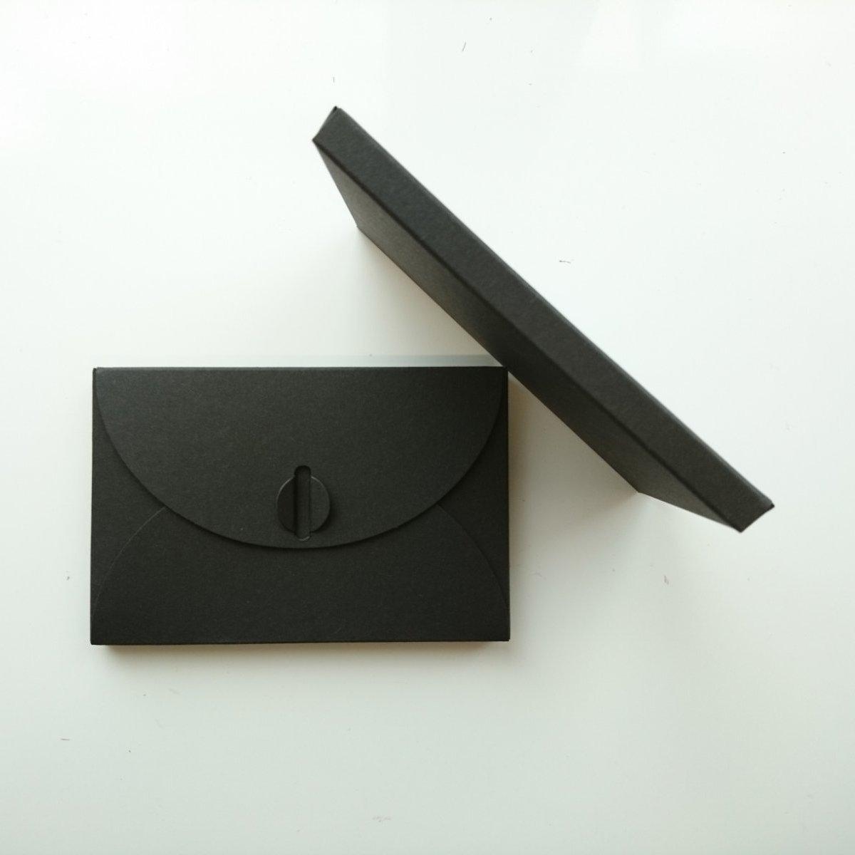 Подарочный конверт из эко крафт-картона 80х120х8 мм + ПОДАРОК (на 200 шт конвертов) Черный