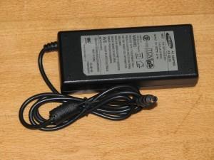 Блок питания для ноутбука Samsung, input 100-240V, output 12V - 5A