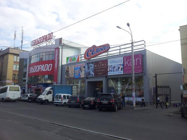 Торговый центр на ул.Пастера 48