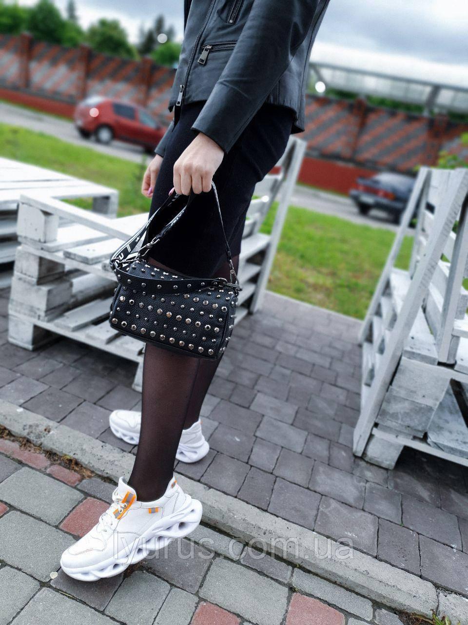 Кожаная женская сумка размером 15×21 см Черная (01096)