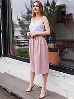 Льняная светлая пудровая юбка длины миди на резинке