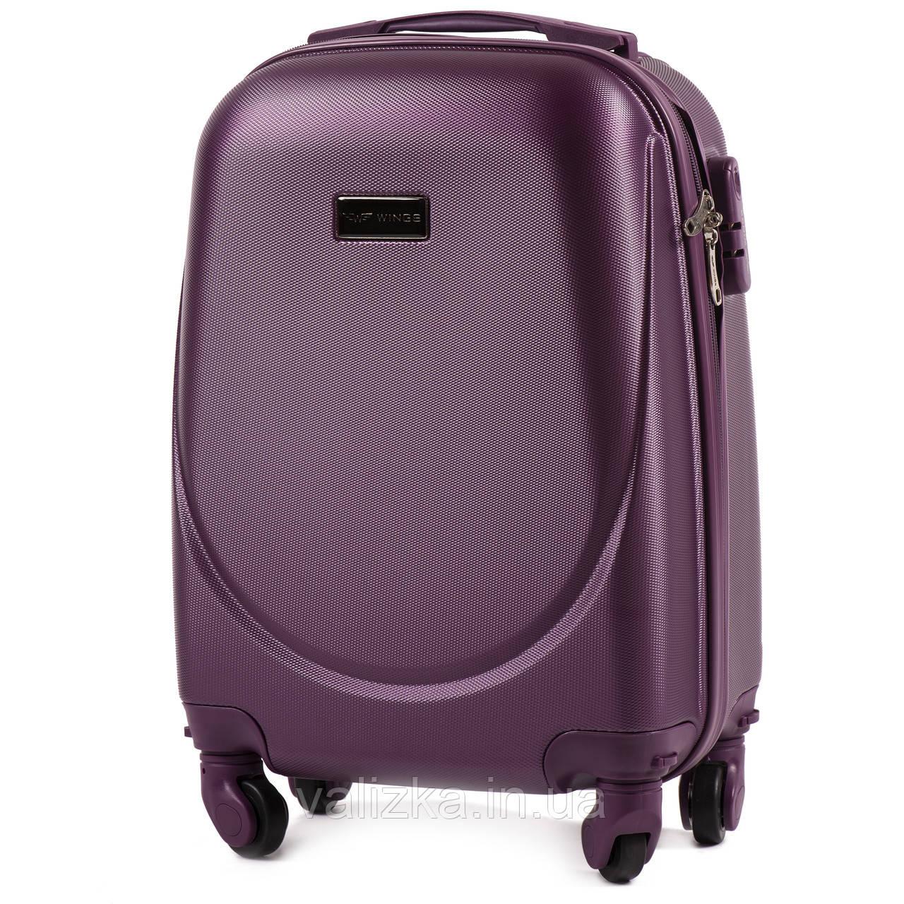Пластиковый чемодан для ручной клади фиолетовый с фурнитурой в цвет