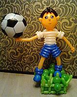 Фигура из воздушных шаров Футболист