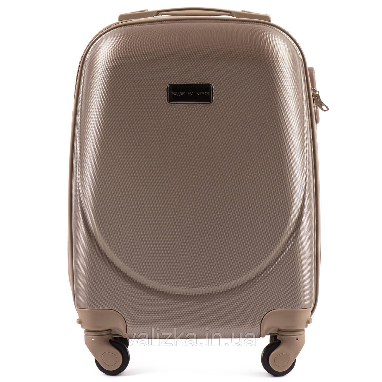 Пластиковый чемодан для ручной клади шампань с фурнитурой в цвет