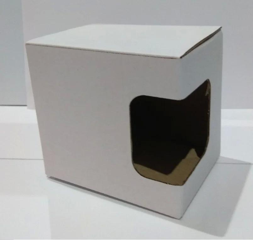 Упаковка белая с окном из картона для чашек