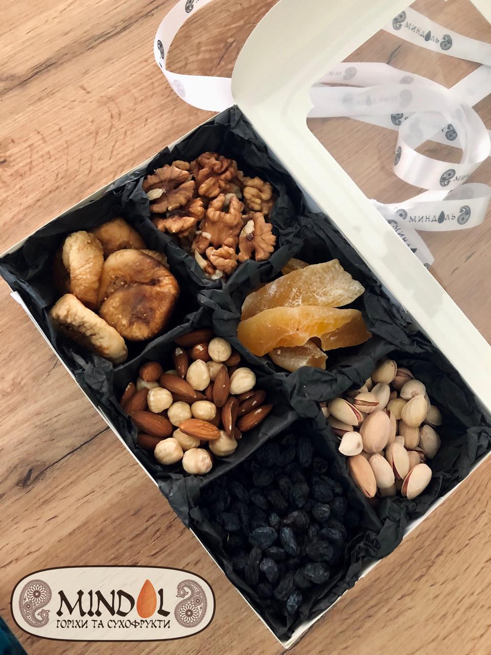 """Подарунковий набір з горіхів і сухофруктів """"Mindal"""""""