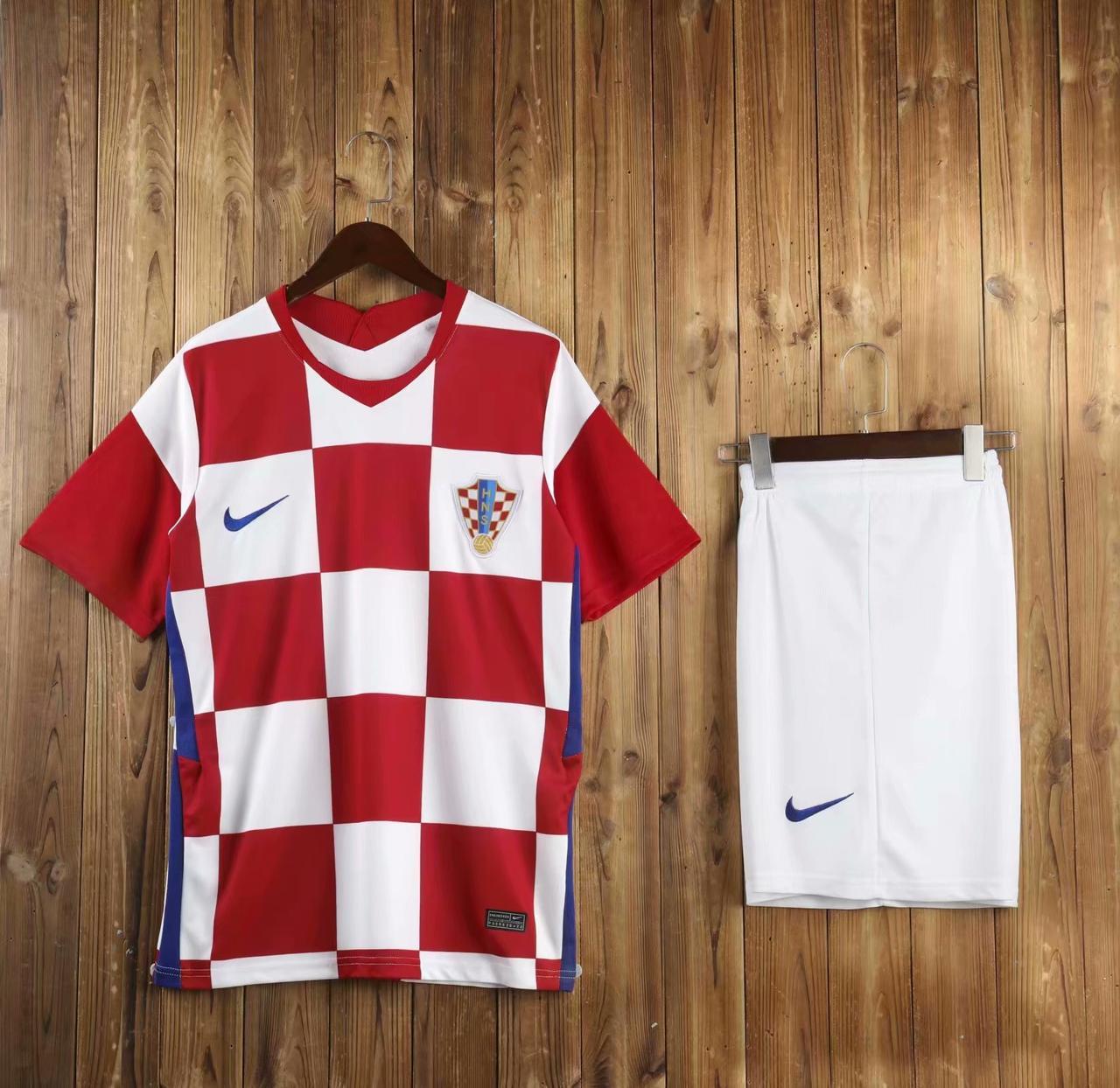 Футбольная форма сборной Хорватии 2020, домашняя