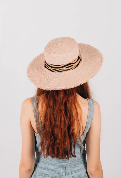 Шляпка широкополая Саманта пудровая с лентой зебра принт